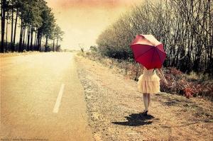 imagen vintage de mujer con paraguas