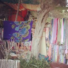 Puesto hippie en Cala Jondal