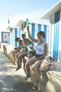 chicas en casetas de playa