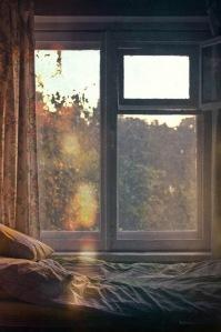 amanecer desde ventana vintage