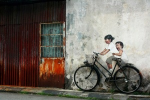 arte urbano niños en bici