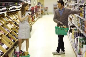 pareja en supermercado