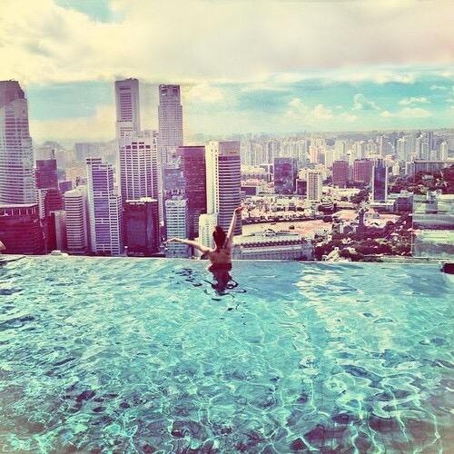 chica  piscina azotea