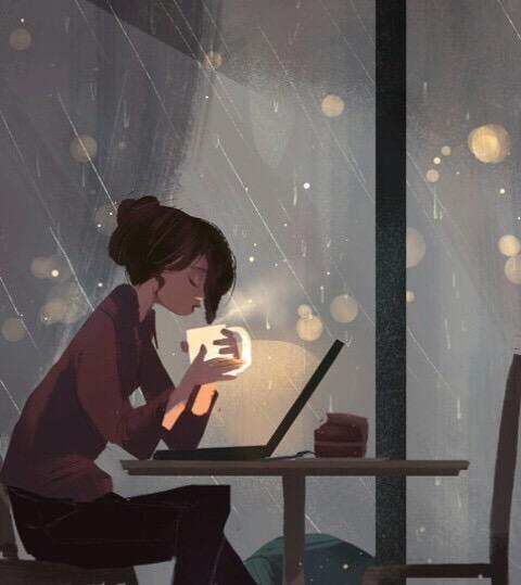 chica  frente ordenador con café