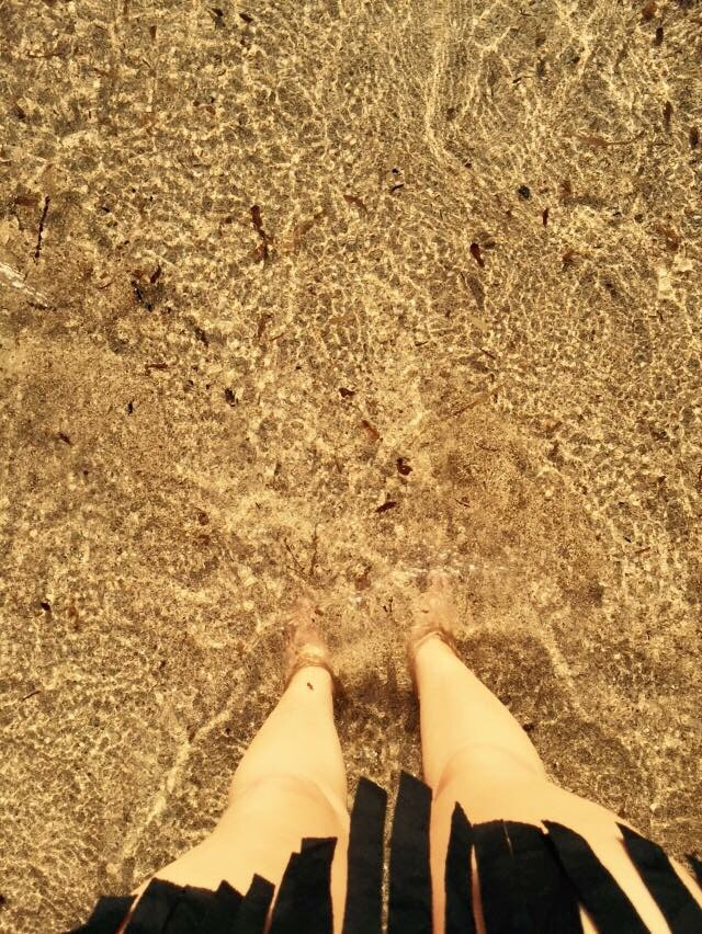 baño en el mar al atardecer