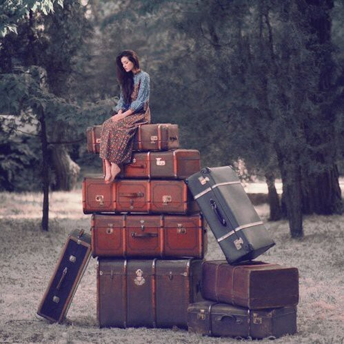 chica con maletas